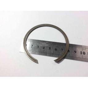 Кольцо стопорное подшипника (50306 КПП с.о и н.о. промежуточного вала заднего), (3056207К КПП н.о. вторичного вала заднего)